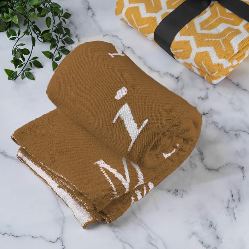 بطانية شال صوف لون بني رسومات حروف