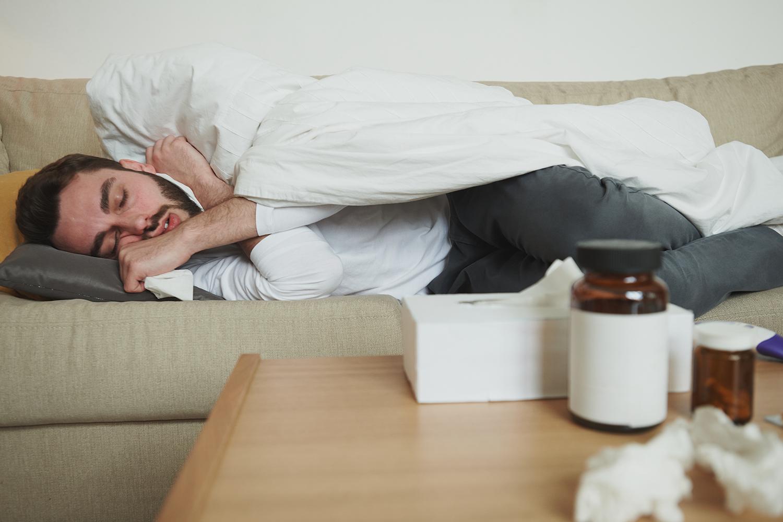 لماذا يعد النوم سلاحاً قوياً لمواجهة الإنفلونزا؟